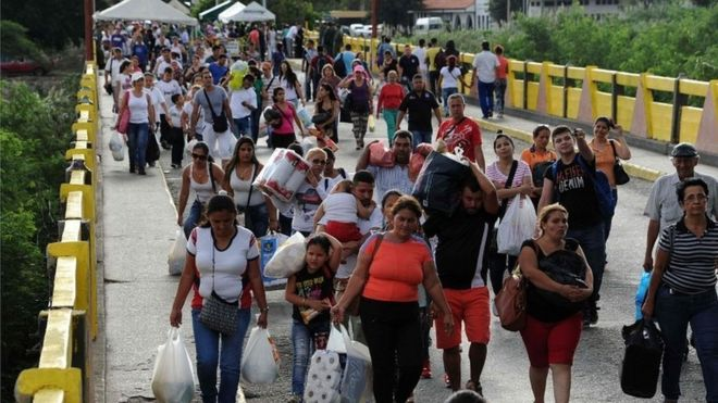 Venezuela closes border with Colombia 'to destroy mafia'